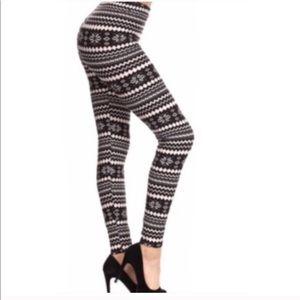 Pants - NEW Black & White Full Length Leggings
